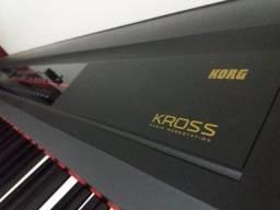 Teclado Workstation Korg Kross-88-BK