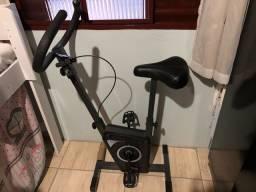Bicicleta ergométrica pouquíssimo usada