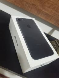 Vendo caixa do Iphone 7 ! muito bem conservada ! com a chavinha de trocar o chip