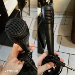 Microfone dinâmico com cabo