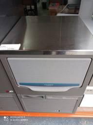 Máquinas de gelo - Ariel