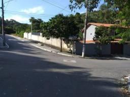 Meio lote no Cafubá, parcialmente plano, documentos em dia