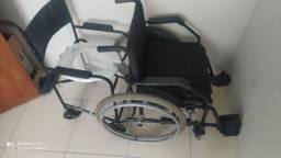 Cadeira de roda e cadeira de banho! Novíssima no plástico ainda