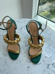 Sandália Luiza Barcelos 35 verde com dourada linda de viver