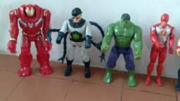 Coleção de bonecos da Marvel fone *