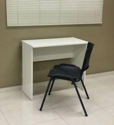 Escrivaninha medindo 0,85 x 0,45 tampo e 0,75 altura ( padrão).