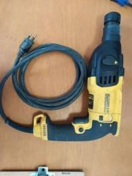 Título do anúncio: Vendo martelo DEWALT semi novo 127 800w D 25133. Valor 550,00