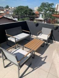 Conjunto de sofá e mesa de centro com quarto lugaes