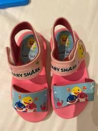Título do anúncio: Sandália baby shark
