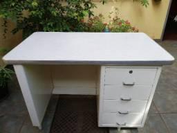 Mesa antiga para escritório em aço