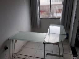 Mesa para escritório em bom estado de conservação