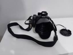Vendo máquina de semi profissional Sony 9.1 megapixels/15x optical zoom 800 reias