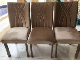 Cadeiras de madeira acolchoados em veludo