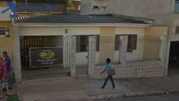 CASA NO BAIRRO CENTRO EM ALFENAS-MG