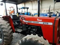 Trator MF 275 4x4 pouco usado