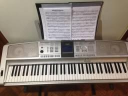 Piano digital Yamaha DGX 305