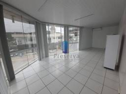 Sala de esquina, 35m² com ampla fachada de vidro