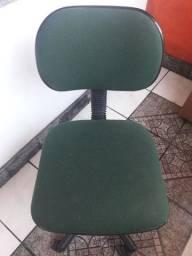 Cadeira escritório semi nova.