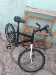 Vendo 2 Bike em Itajaí Estilo Bmx Está Bem Boa Está Sem Freio e estilo chibarra