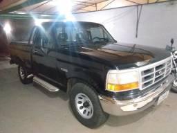 Camionete F 1000 ano 1997 Diesel cor preta cabine simples