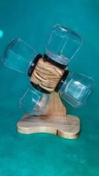 Porta tempero rústico giratório de madeira envernizada