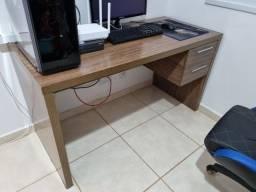 Título do anúncio: Vendo mesa de computador