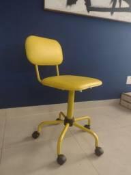 Cadeira de rodinhas alta