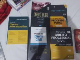 Livros de Direito seminovos. R$20,00 cada.