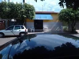 Título do anúncio: ? Vende se uma casa com ponto comercial. ótima localização em Cafelândia SP.