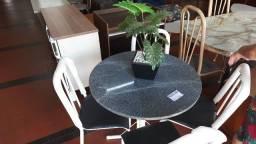 Mesa com 4 Cadeiras - N.O.V.A