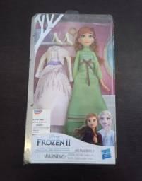 Boneca Frozen com duas roupas