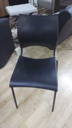 Cadeira empilhavel modelo comoditá