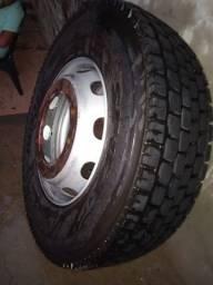 Vendo pneu dunlop seminovo com roda  aro 22,275/80 caminhão 2000 vai embora