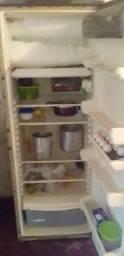 Título do anúncio: Vendo 2 geladeiras ?LEIA O ANUNCIO?