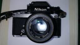 Máquina fotográfica Nikon modelo F e lente Zoon usado em bom estado