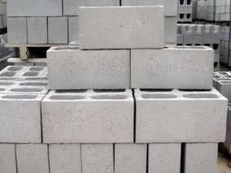 Máquina de fazer blocos, canaletas e pisos intertravados de concreto e cimento, bloquete