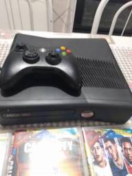 Vendo ou troco xbox 360 desbloqueado com 4 jogos originais
