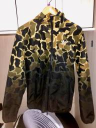Jaqueta corta-vento camouflage