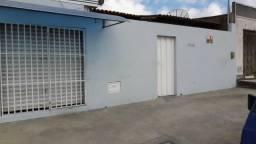 Vendo casa de 3/4 com ponto comercial no Bairro Ibirapuera