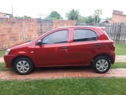 Vendo um carro ETIOS ANO 2013 - 2013