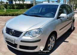 Volkswagen Polo Sedan Comf. I Motion 1.6 Flex Prata