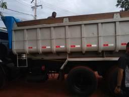 Vendo um caminhão caçamba - 2004
