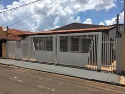 Casa com 3 q (1suit), piscina, no centro Aparecida do Taboado