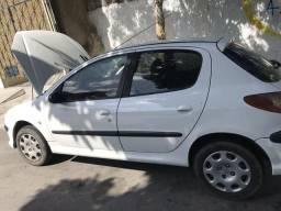 Peugeot 206, 4 portas. 8 mil - 2006