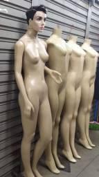 3 manequins
