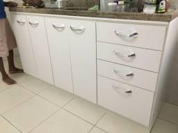 Vendo um móvel de cozinha branco