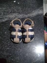 Sandália de bebê tamanho 20 usada só duas vezes