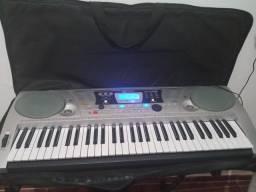Vendo um teclado( Leia a descrição)