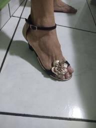 Sandália de salto tam. 37