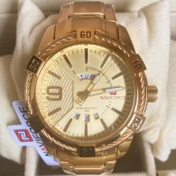 Título do anúncio: Relógio Dourado Grande Em Aço Original Novo Naviforce (aceito cartão